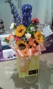 Gift-Bag-Sunflowers-01-e1473433780462
