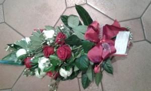 Sheaf-Red-White-Roses-01